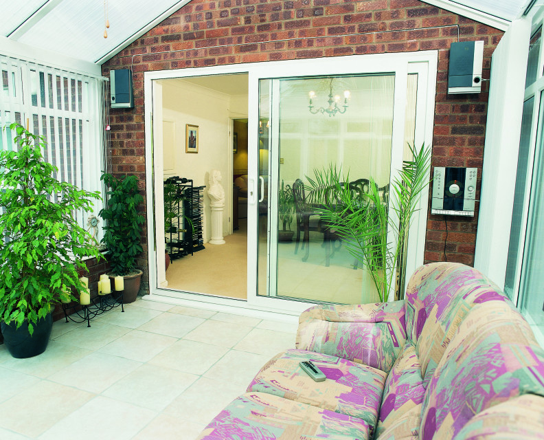 Upvc patio doors securahome for Upvc balcony doors