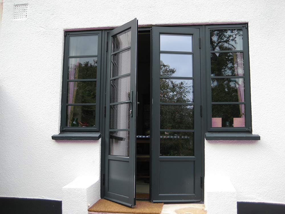 Aluminium french doors securahome for Aluminium french doors